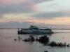 Кораблик вечером на Амуре