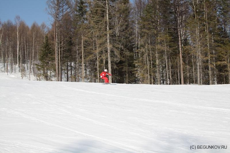 "ГЛК Холдоми. Спуск лыжника по трассе ""Анаконда"""
