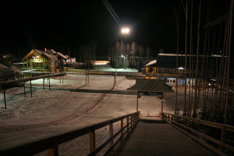 Вид на курорт Холдоми ночью