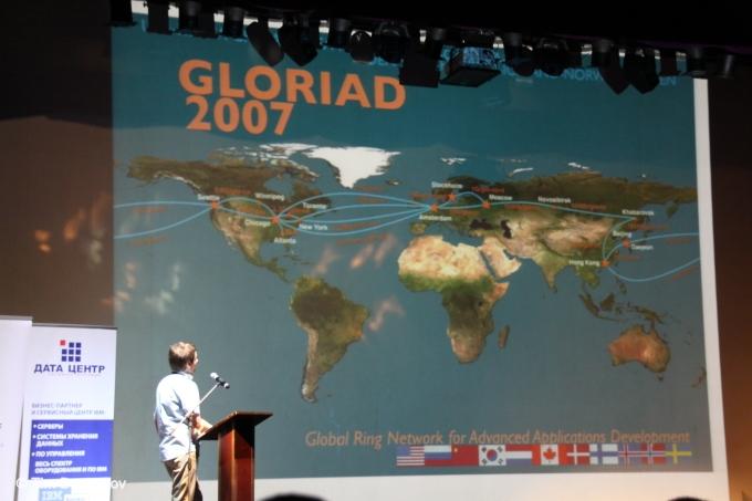 Алексей Сорокин рассказывает о масштабах сети, организованной в рамкха известного проекта ЦЕРН, охватывающей ведущие страны мира в целях участиях в массовых вычислениях. Обратите внимание насколько задействована в этом проекте Россия.