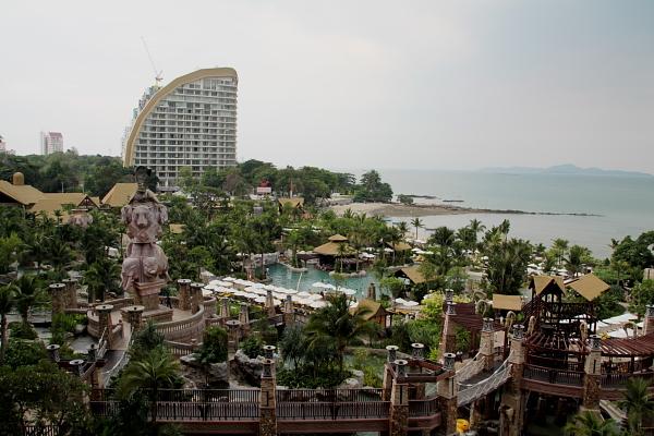 Вид на внутренний пляж отеля