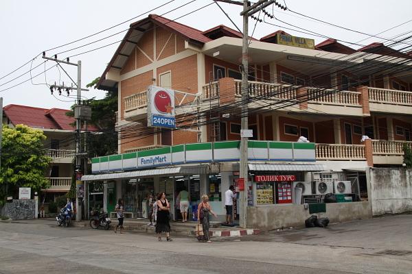 Магазинчик напротив отеля