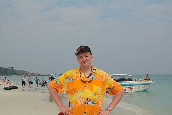 Ваш покорный слуга на пляже на о.Самет. Авторское фото.