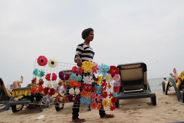 Местные пляжные торговцы