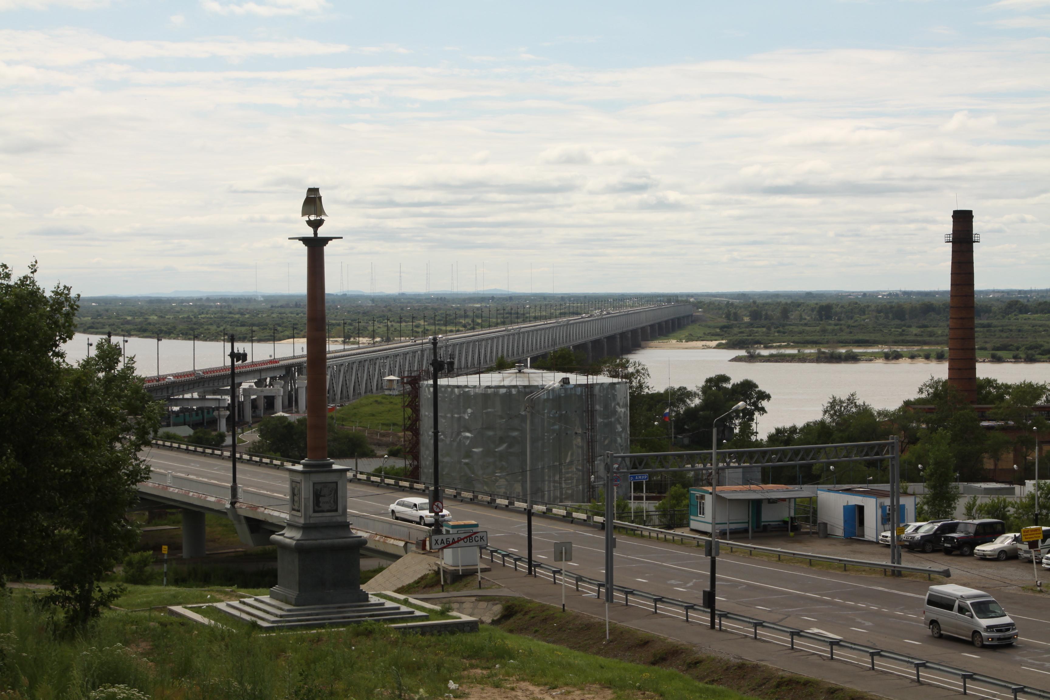 Вид на мост с горки за стеллой